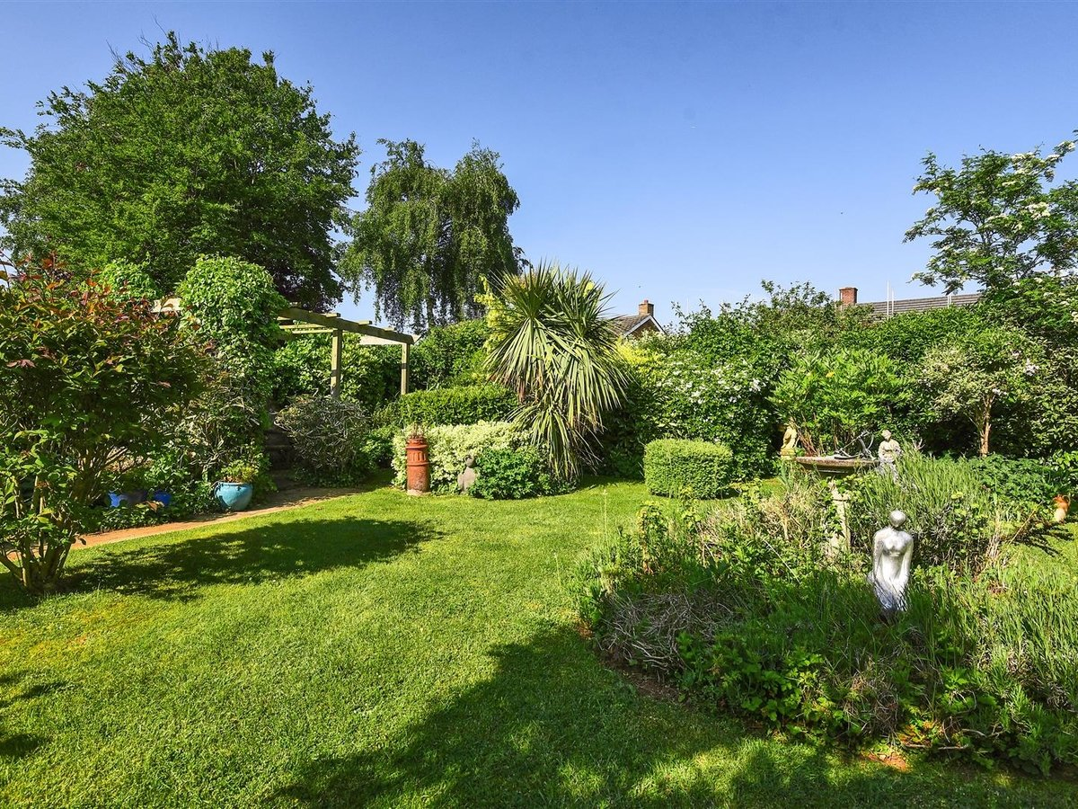 Bungalow for sale in Bicester - Slide 2