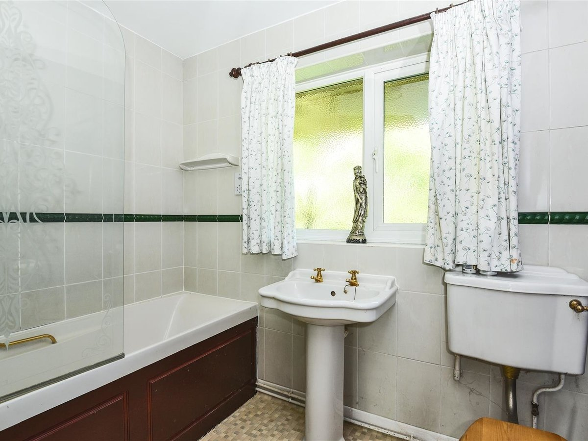 Bungalow for sale in Bicester - Slide 8