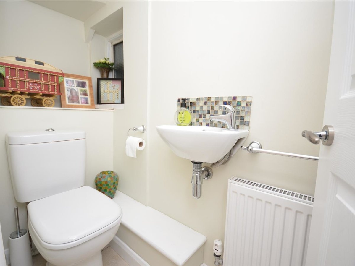 House - Semi-Detached for sale in Aylesbury - Slide 9