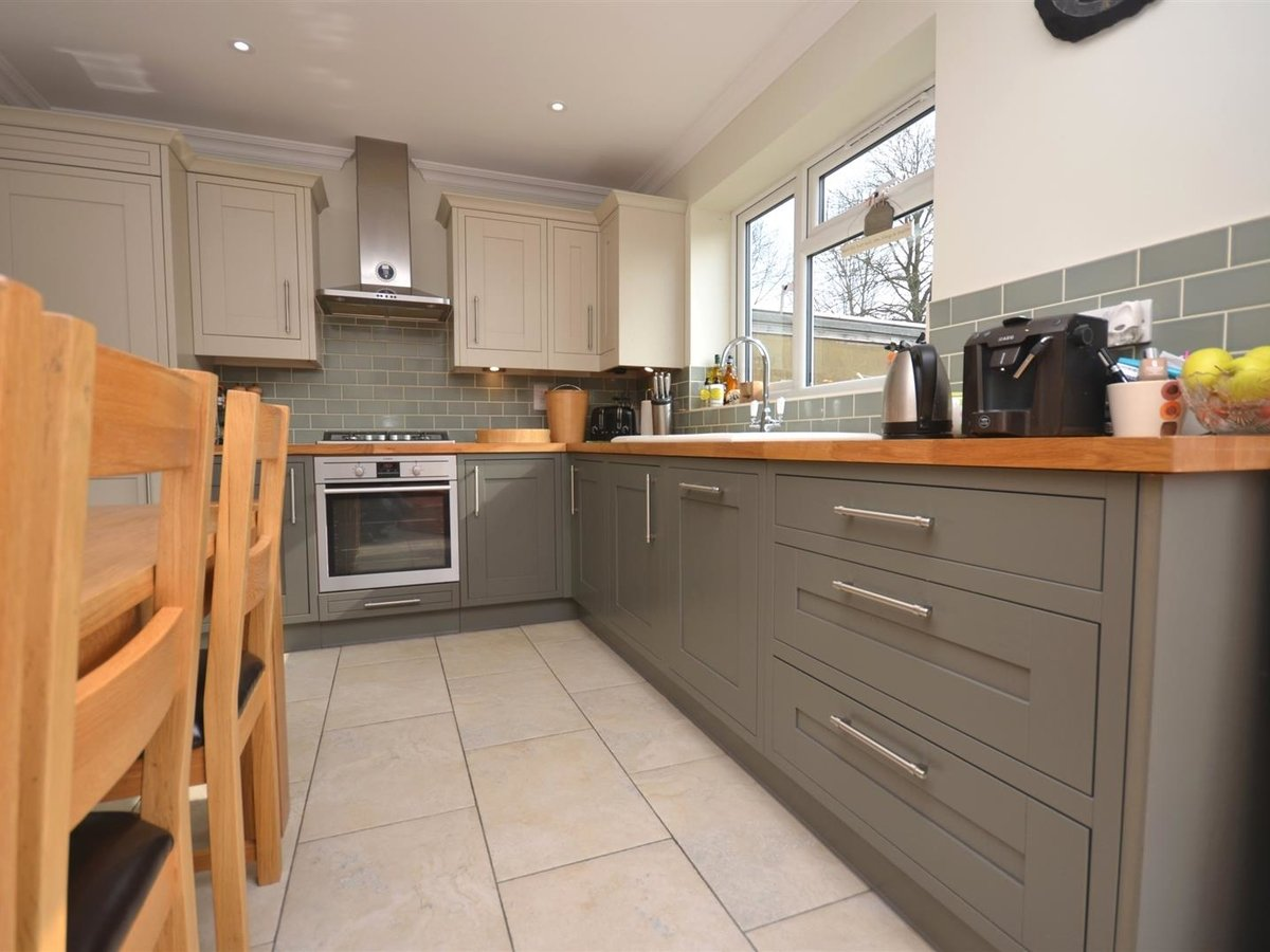 House - Semi-Detached for sale in Aylesbury - Slide 10