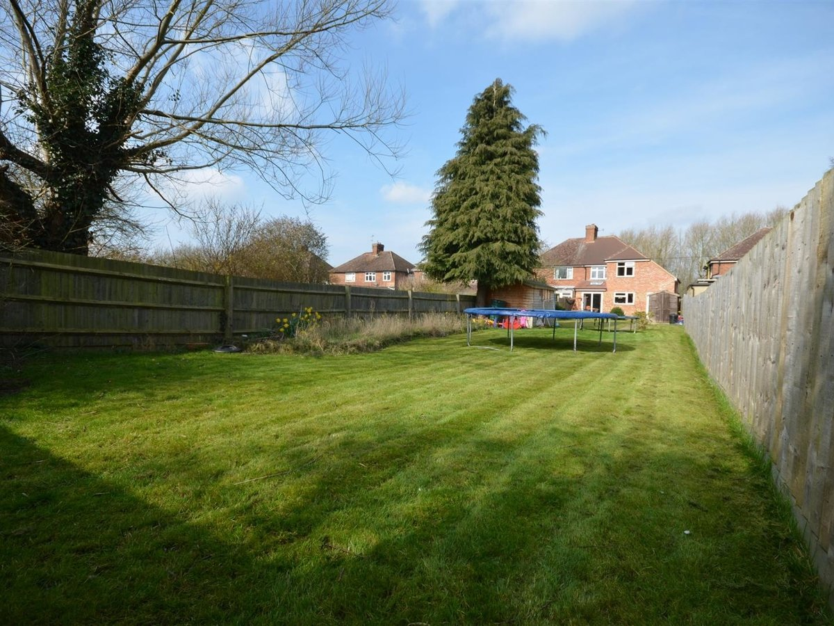 House - Semi-Detached for sale in Aylesbury - Slide 1