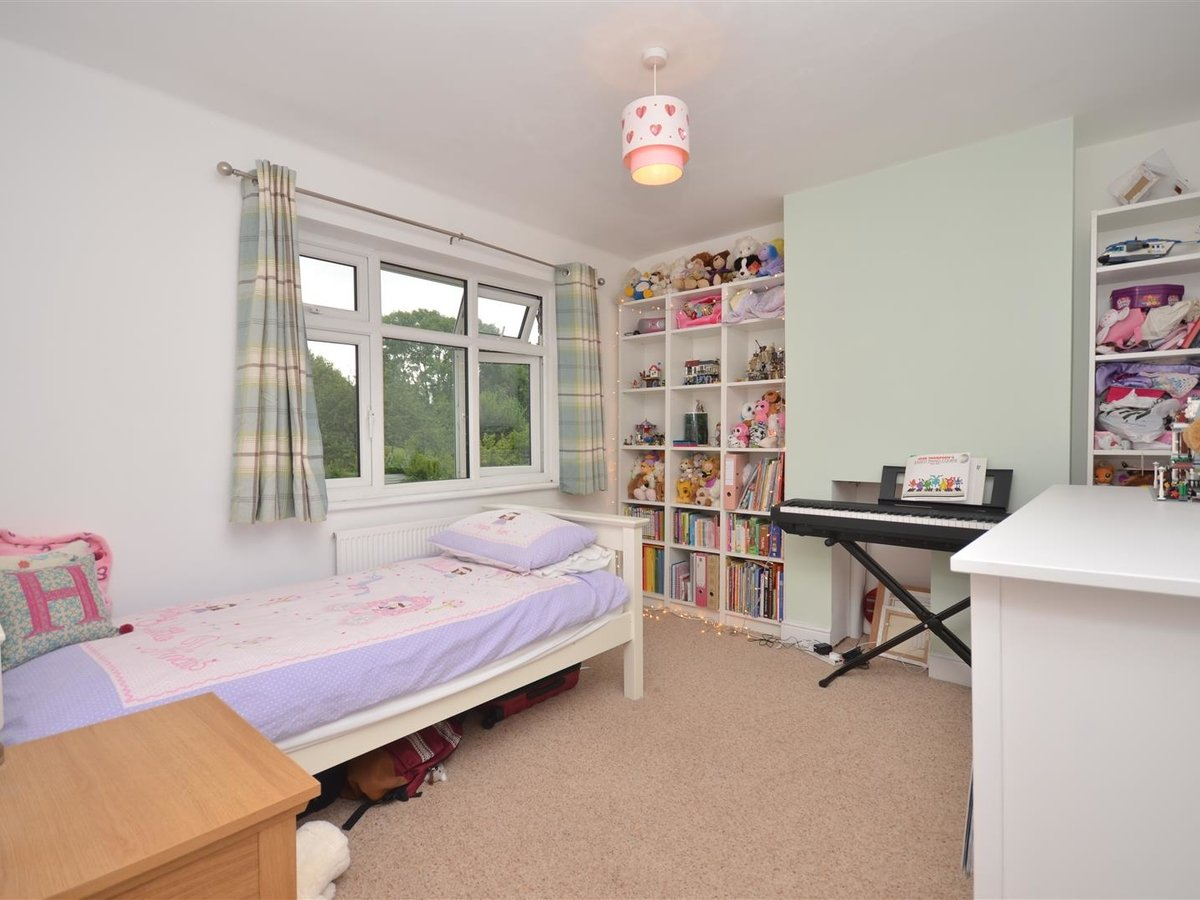 House - Semi-Detached for sale in Aylesbury - Slide 5