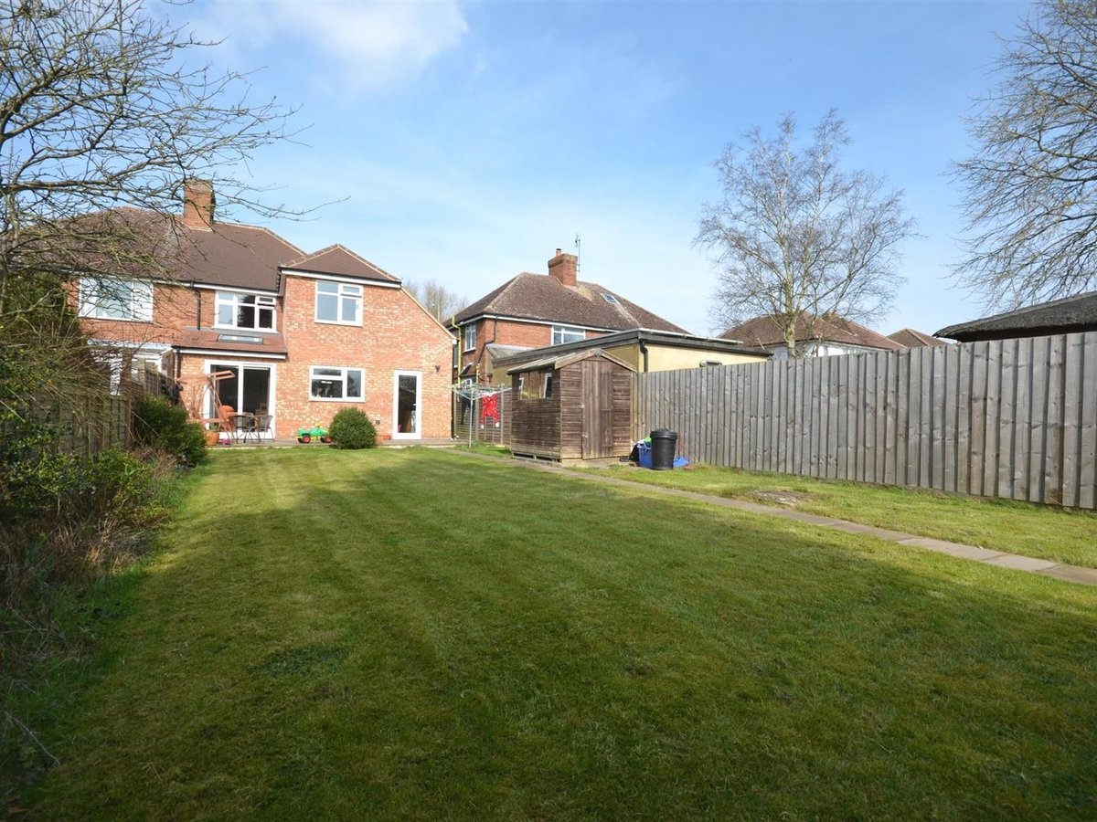 House - Semi-Detached for sale in Aylesbury - Slide 16