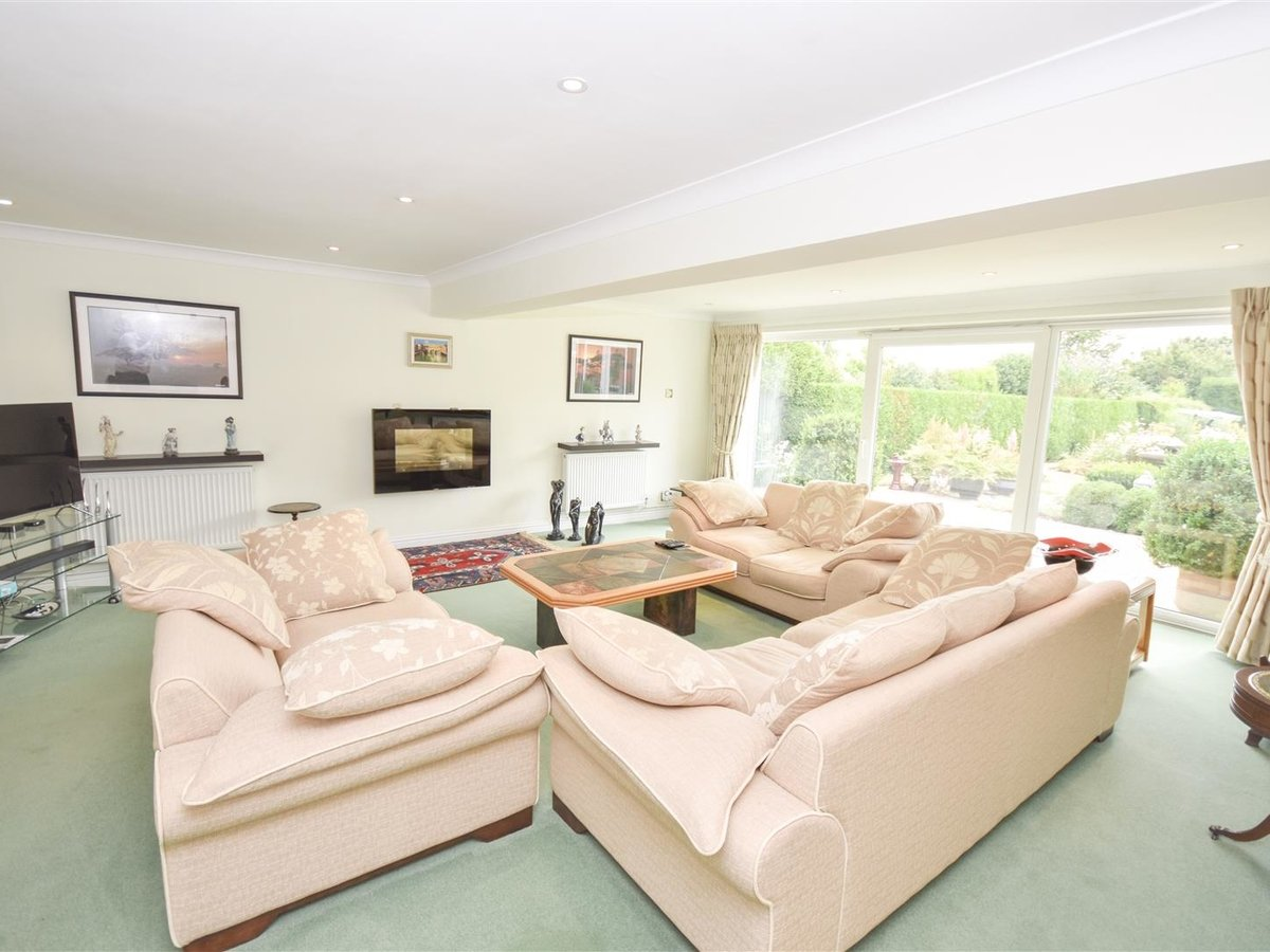 4 bedroom  House - Detached for sale in Leighton Buzzard - Slide 5