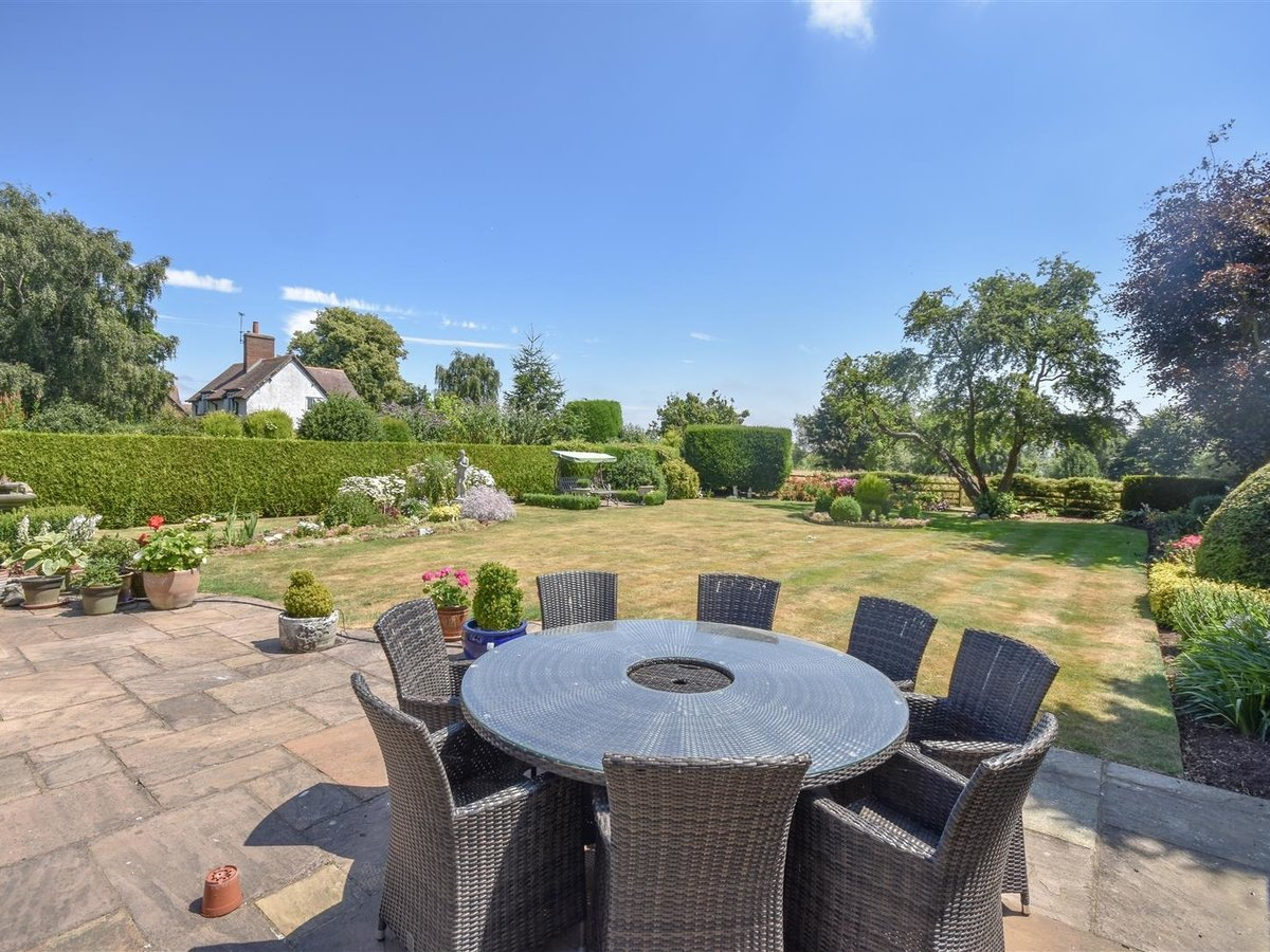 4 bedroom  House - Detached for sale in Leighton Buzzard - Slide 6