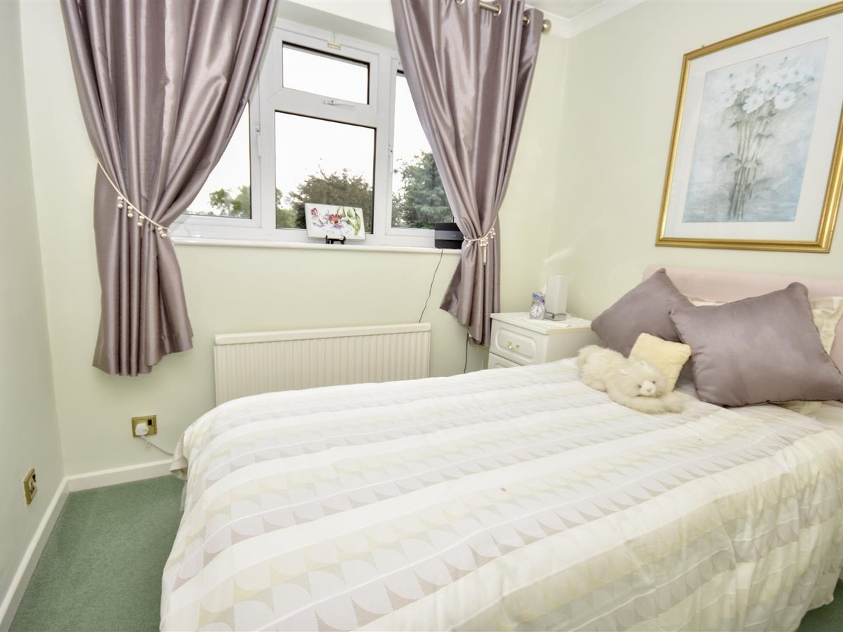 4 bedroom  House - Detached for sale in Leighton Buzzard - Slide 10