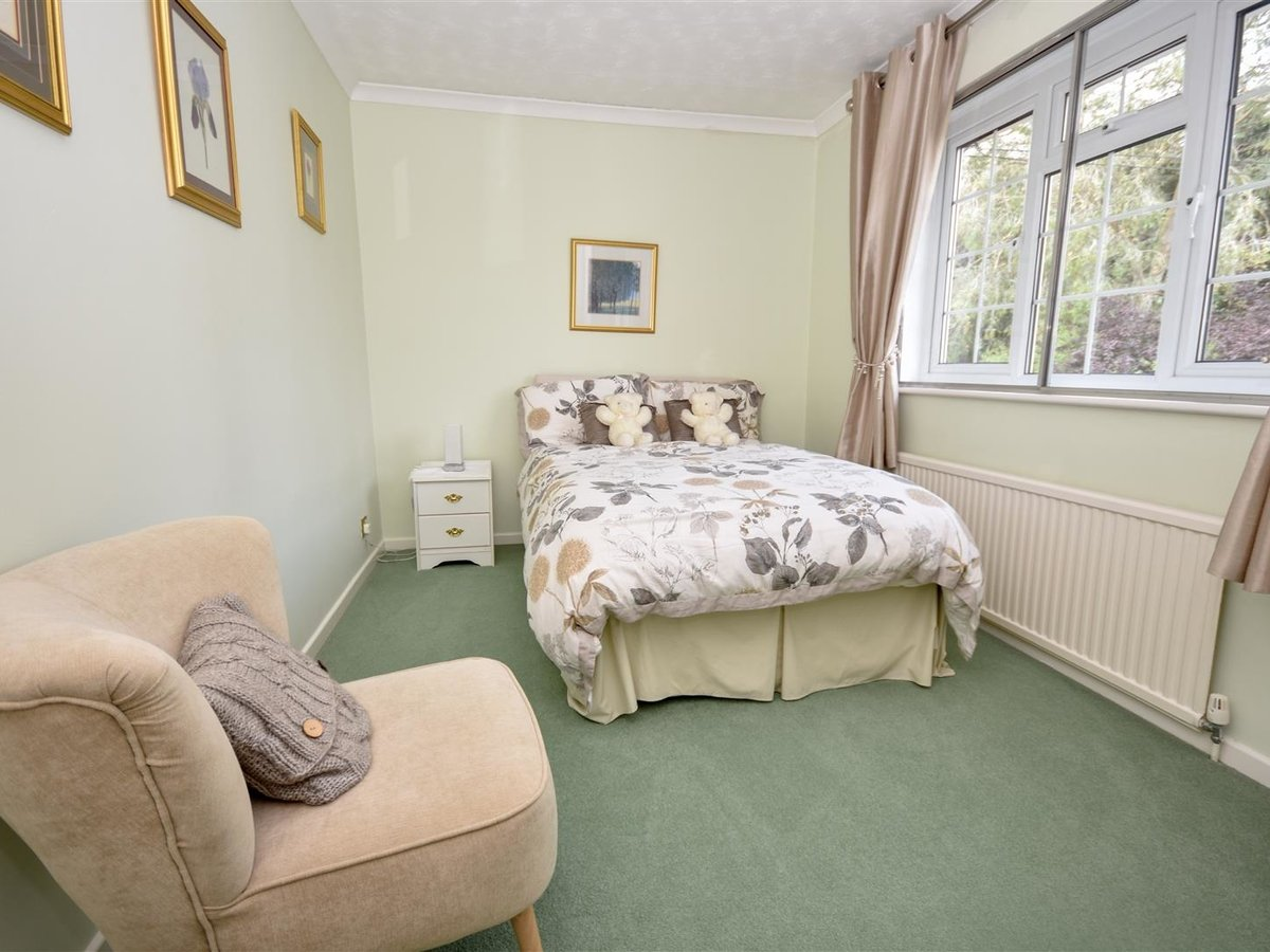 4 bedroom  House - Detached for sale in Leighton Buzzard - Slide 11