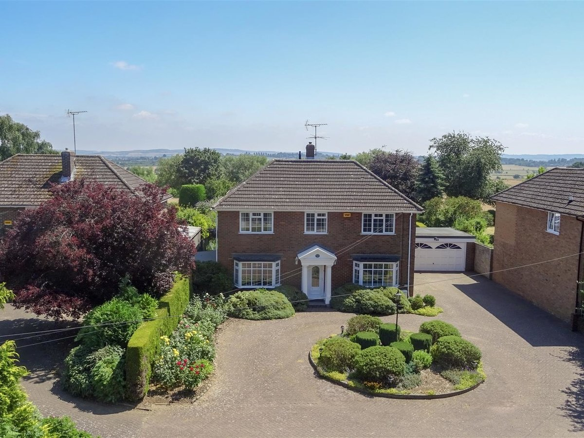 4 bedroom  House - Detached for sale in Leighton Buzzard - Slide 18