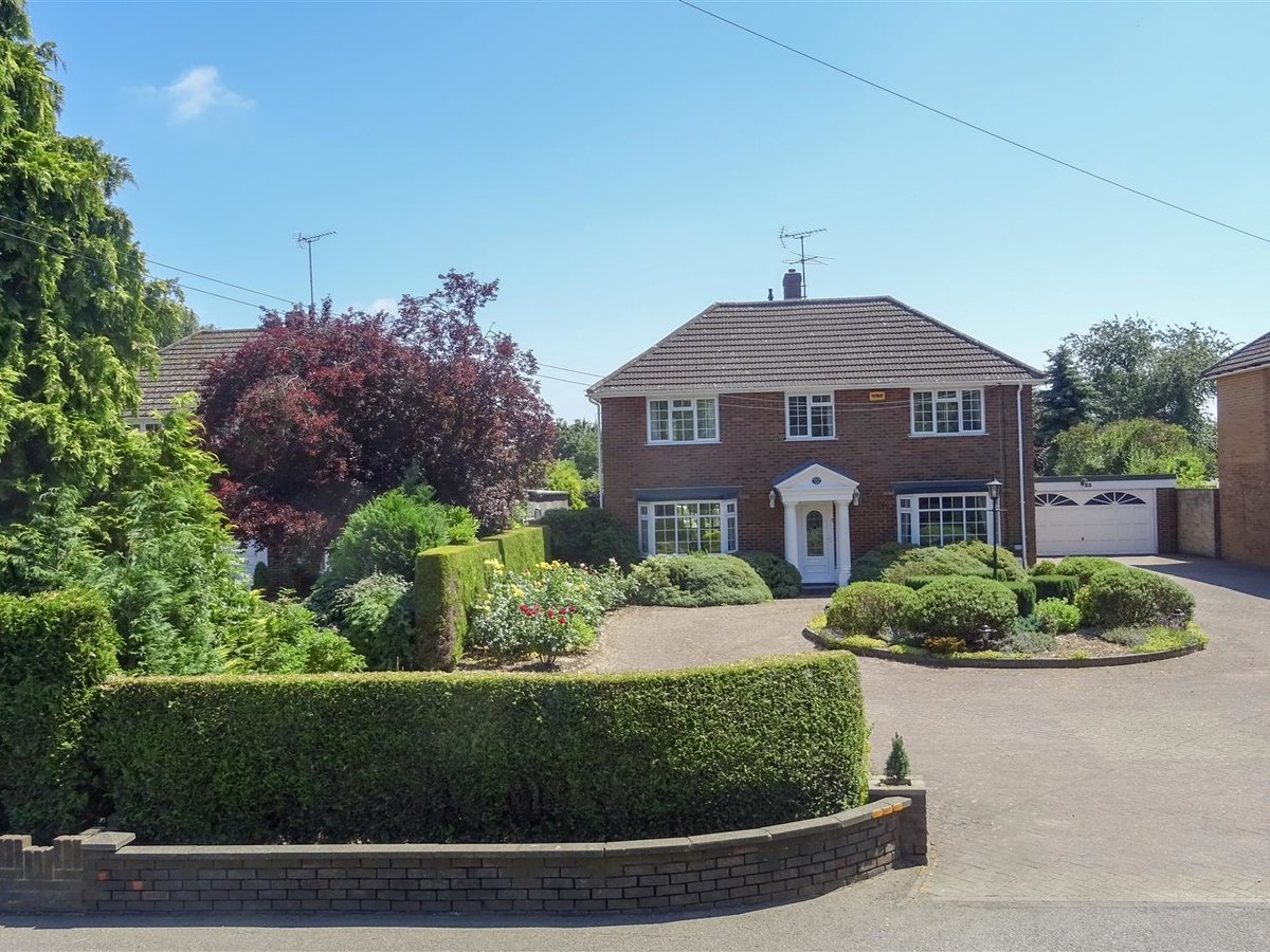 4 bedroom  House - Detached for sale in Leighton Buzzard - Slide 17