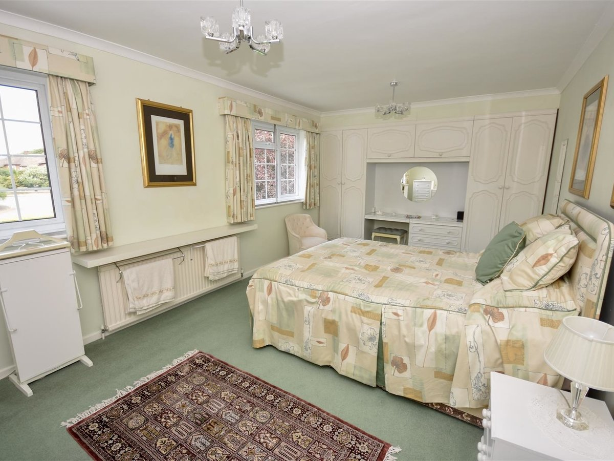 4 bedroom  House - Detached for sale in Leighton Buzzard - Slide 9