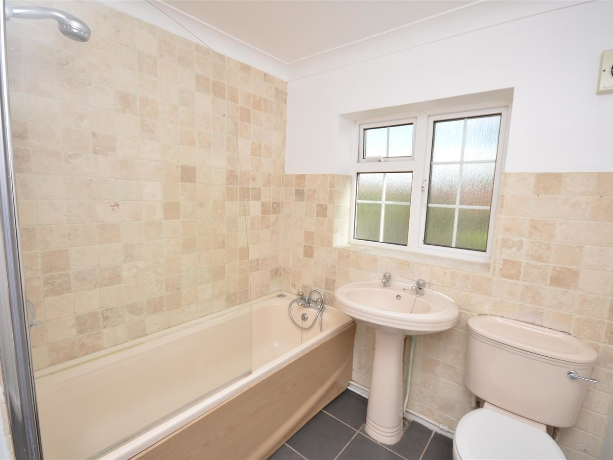 House - Semi-Detached for sale in Aylesbury - Slide 21