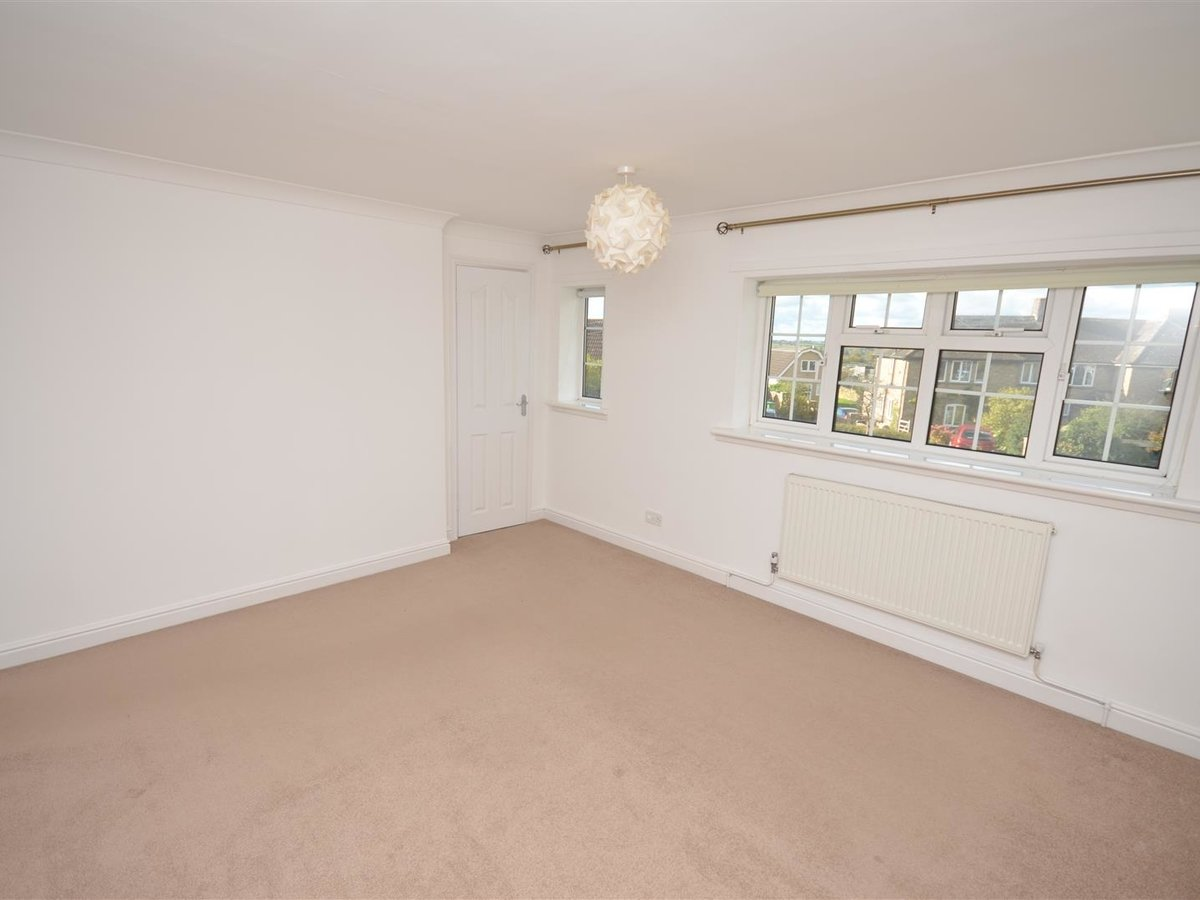 House - Semi-Detached for sale in Aylesbury - Slide 15
