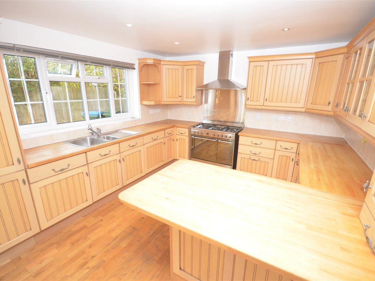 House - Semi-Detached for sale in Aylesbury - Slide 11