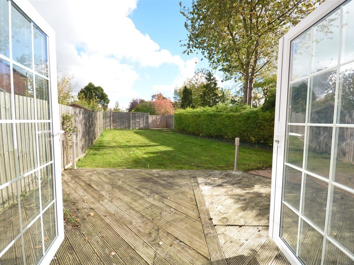 House - Semi-Detached for sale in Aylesbury - Slide 2