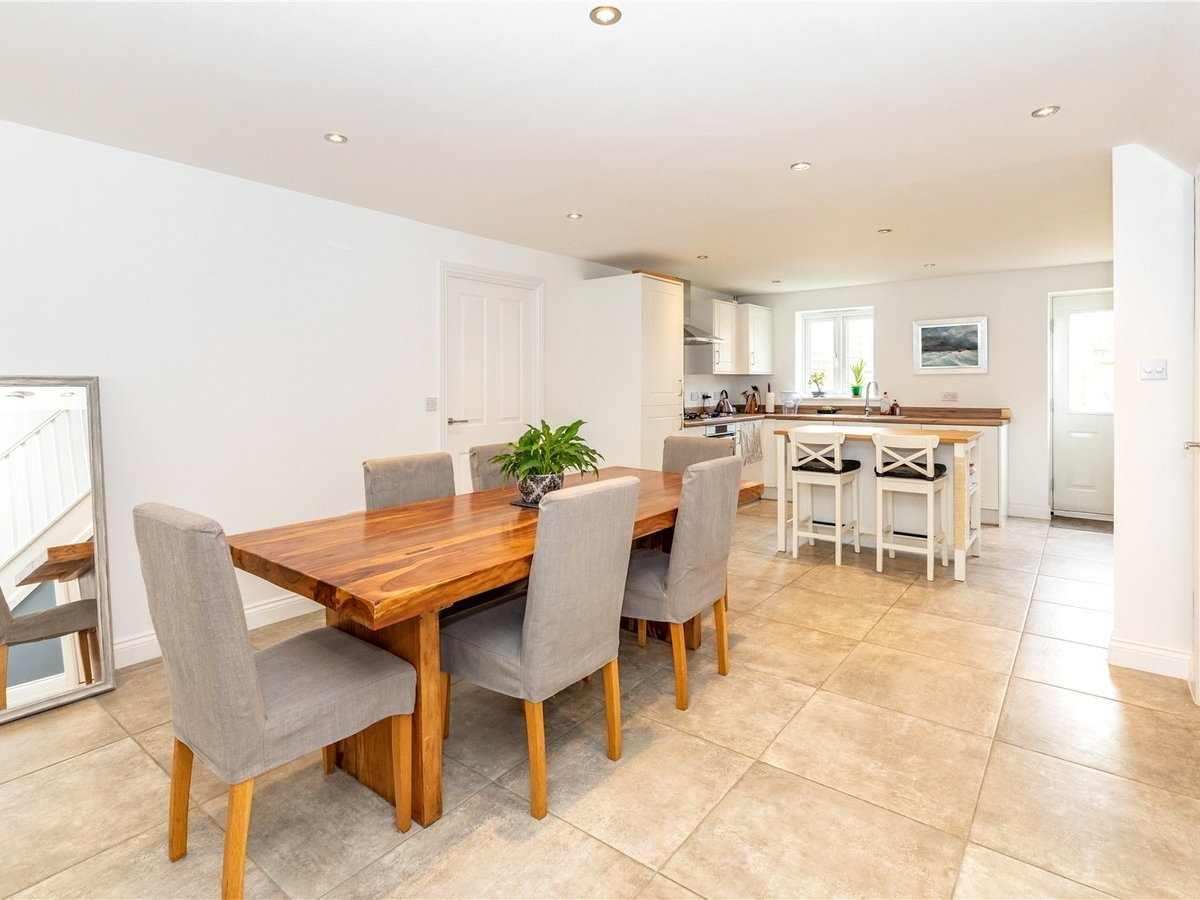 4 bedroom  House for sale in Bicester - Slide 2