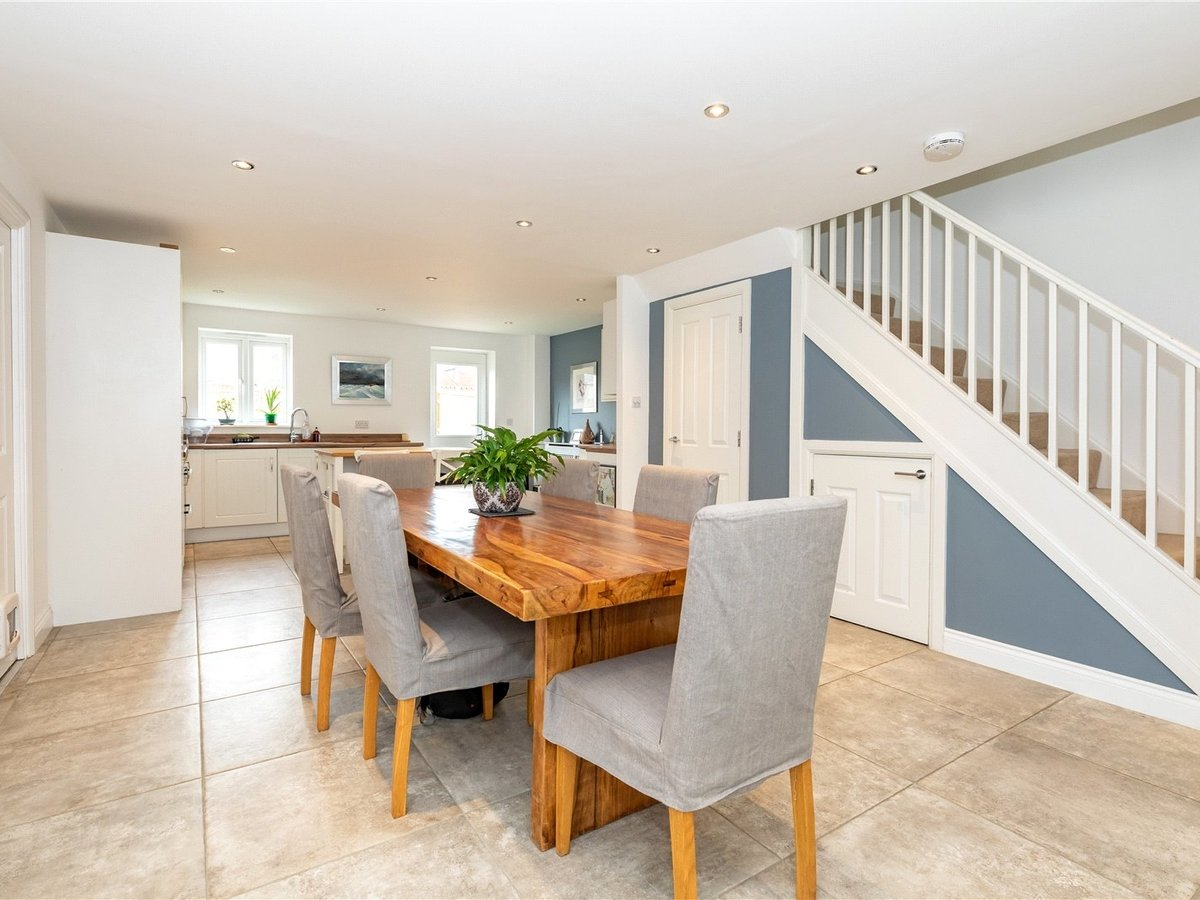 4 bedroom  House for sale in Bicester - Slide 3