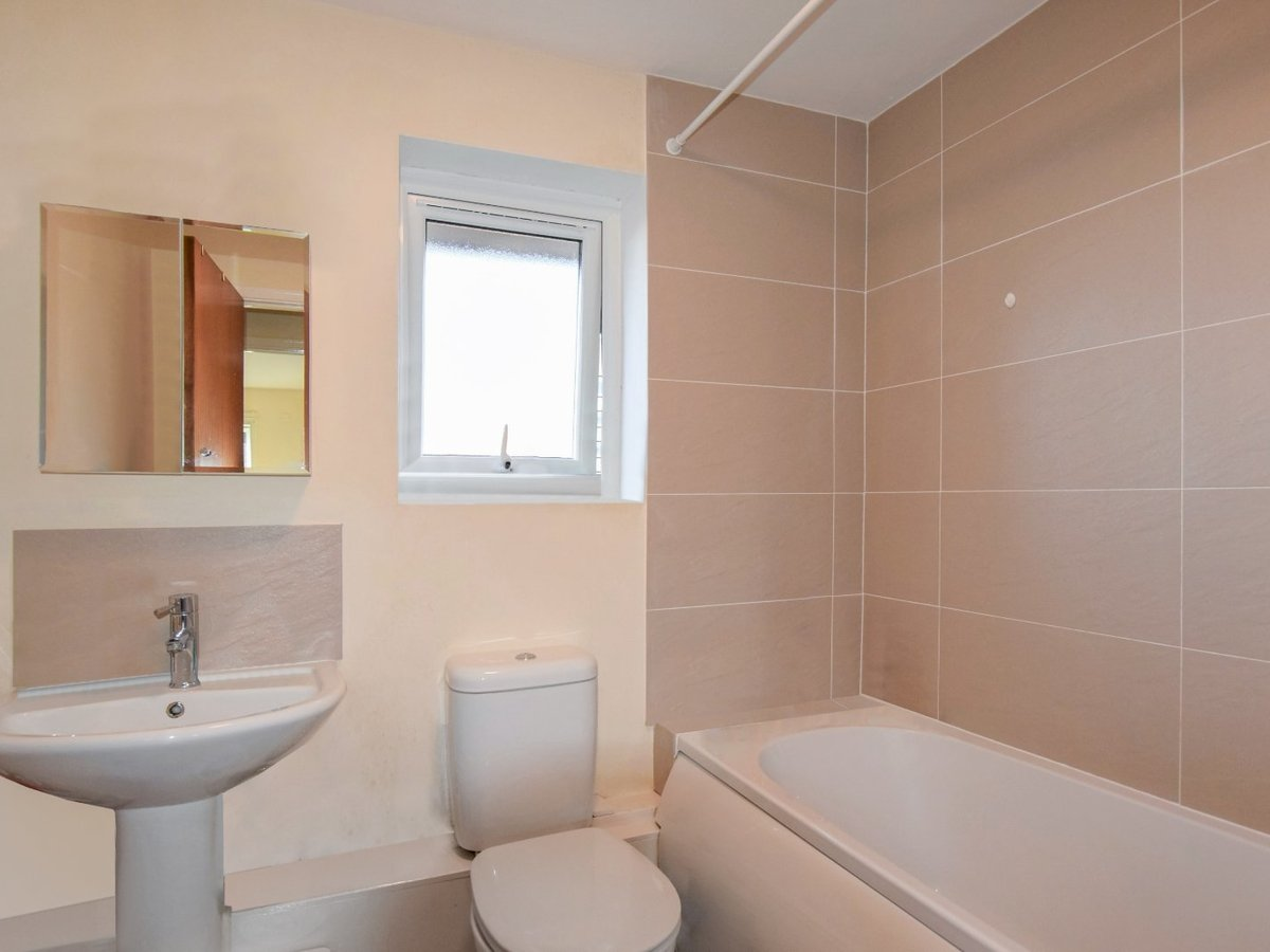 2 bedroom  Flat/Apartment for sale in Oxfordshire - Slide 5