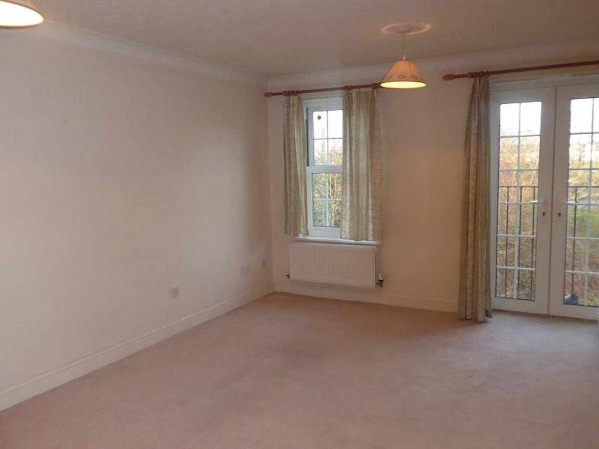 2 bedroom  Flat/Apartment for sale in Oxfordshire - Slide 2