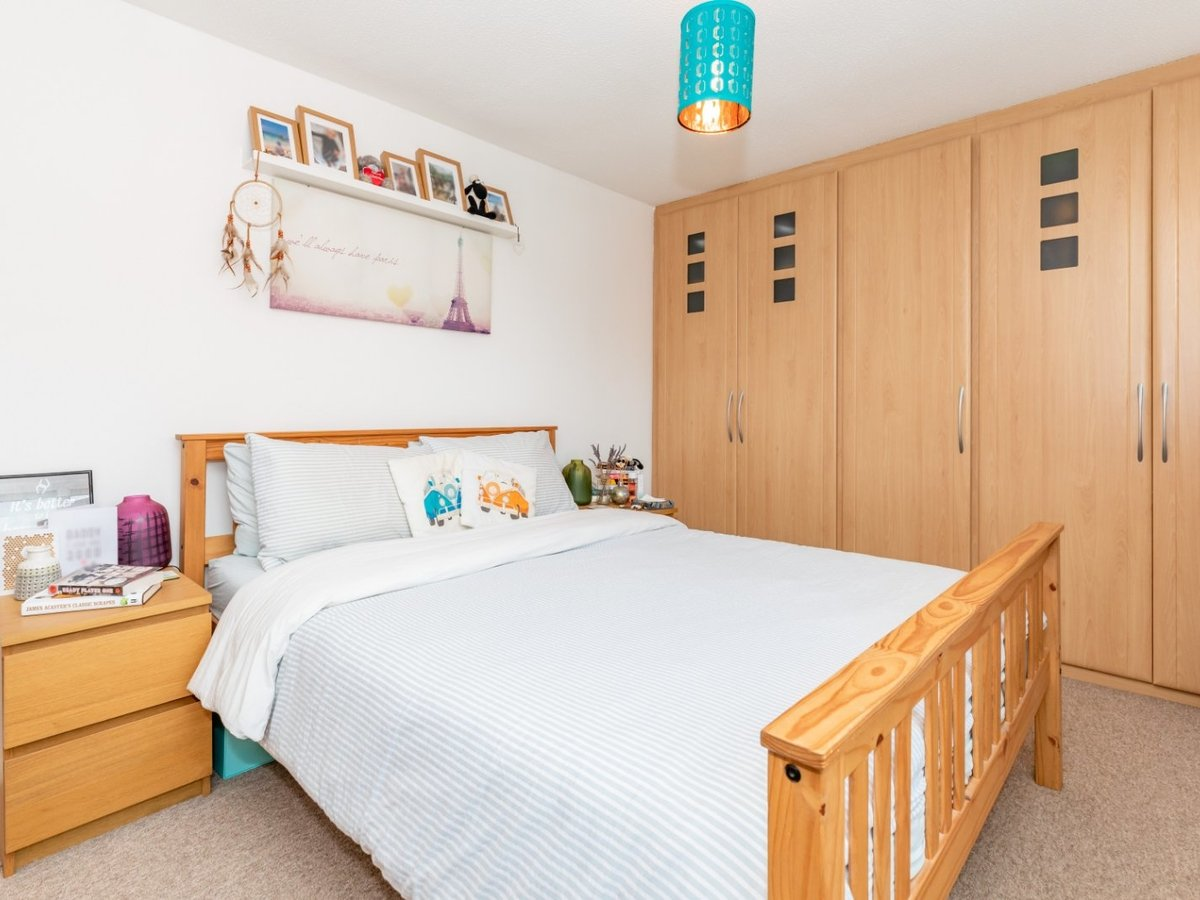 2 bedroom  House for sale in Bicester - Slide 9