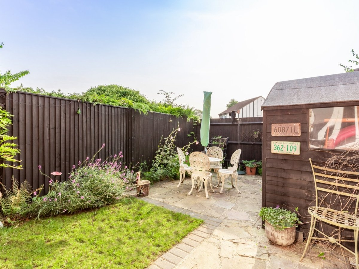 2 bedroom  House for sale in Bicester - Slide 2