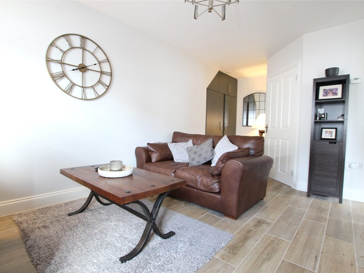 1 bedroom  Flat/Apartment for sale in Northamptonshire - Slide 2