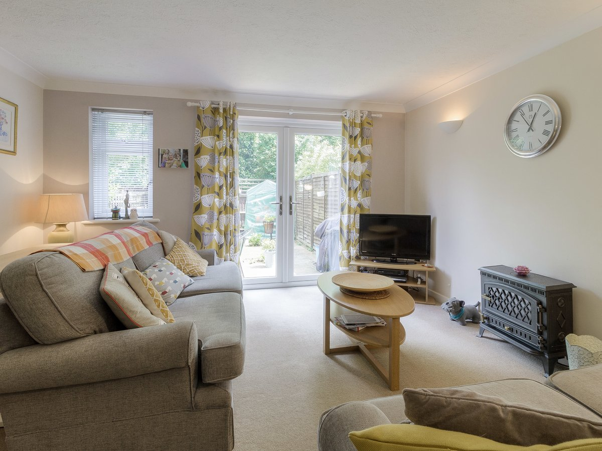 2 bedroom  House for sale in Buckinghamshire - Slide 2