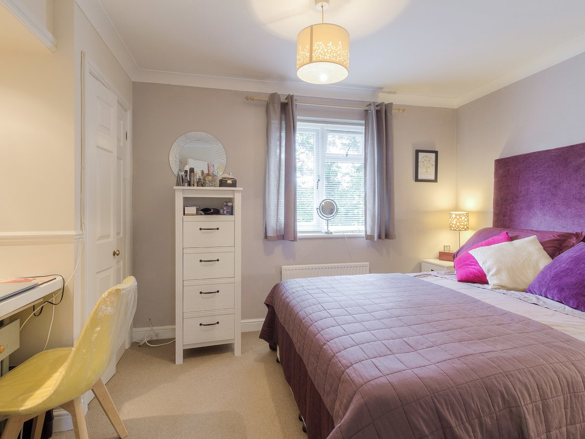 2 bedroom  House for sale in Buckinghamshire - Slide 3