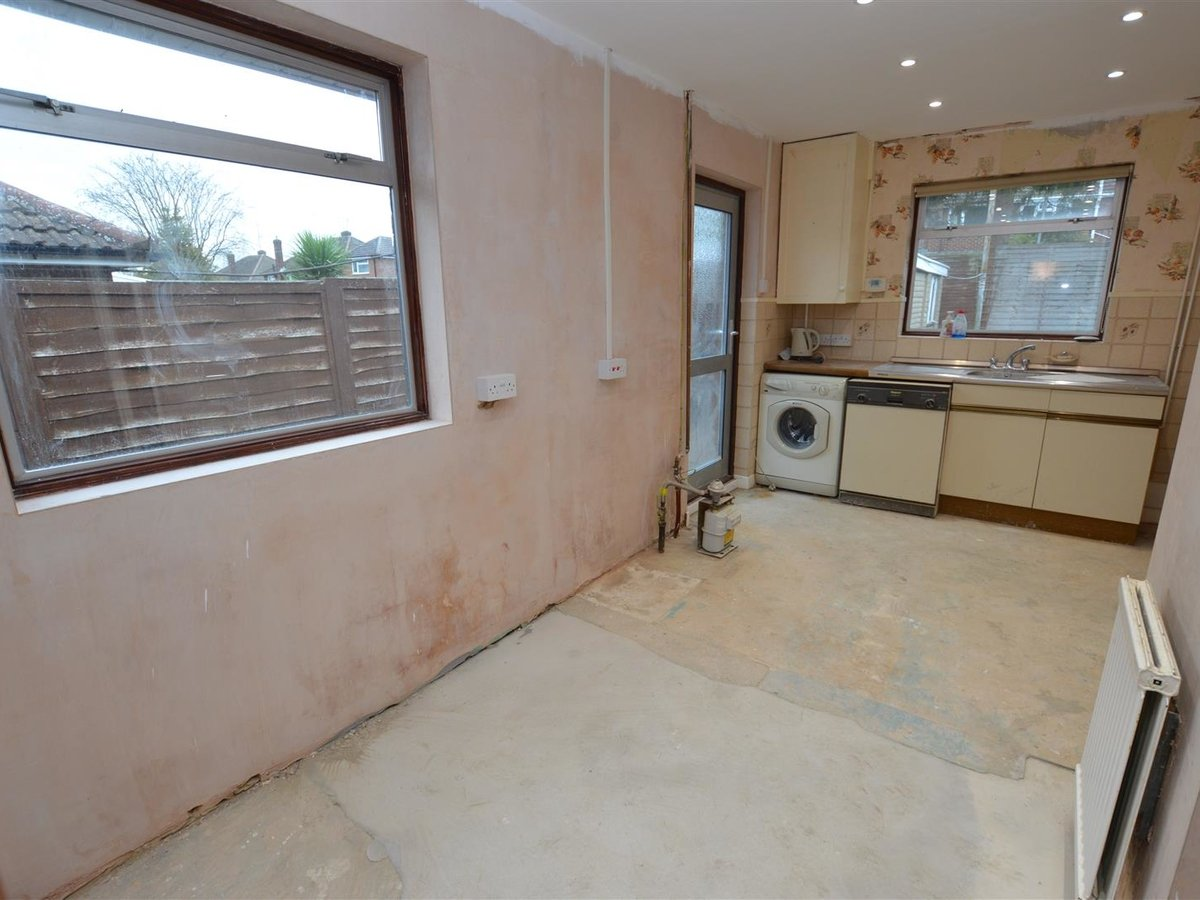 Bungalow - Semi Detached for sale in Dunstable - Slide 4