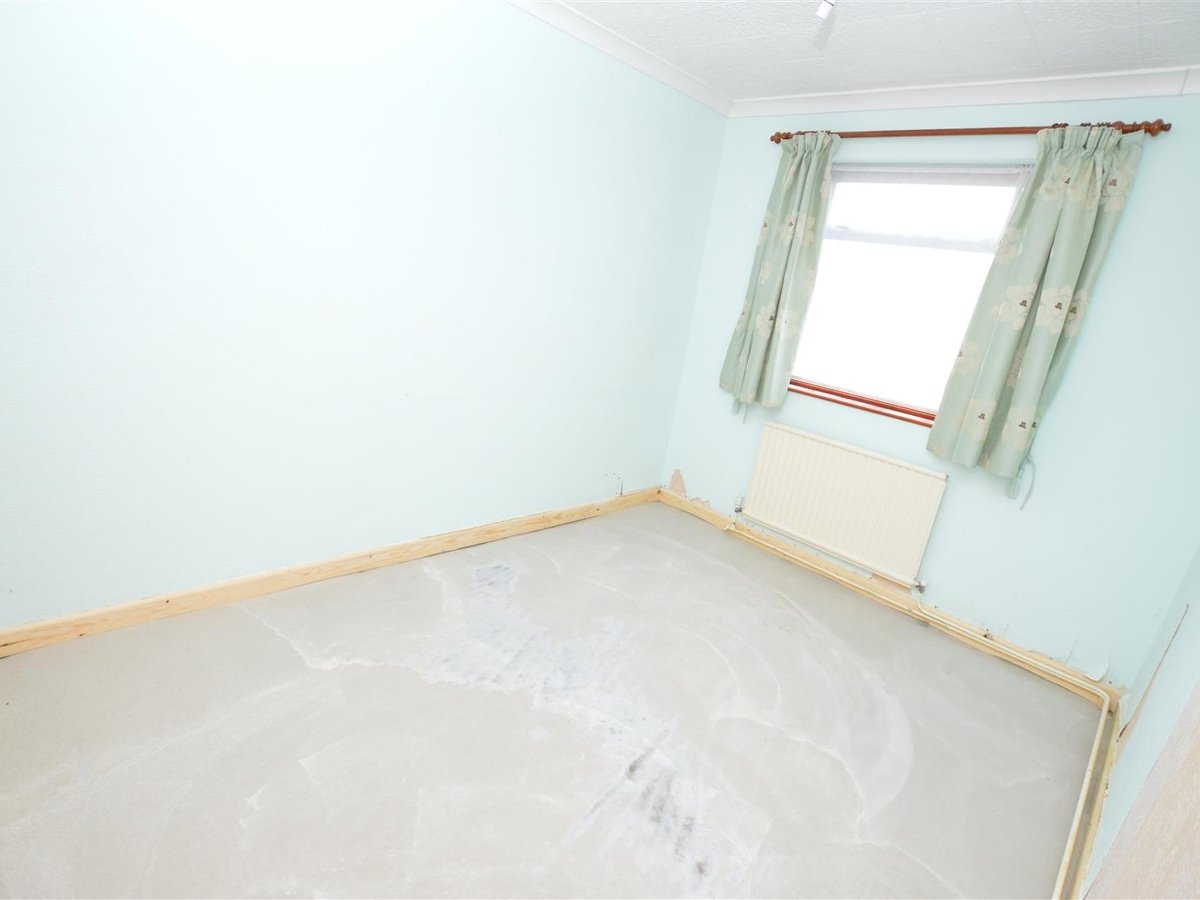 Bungalow - Semi Detached for sale in Dunstable - Slide 8