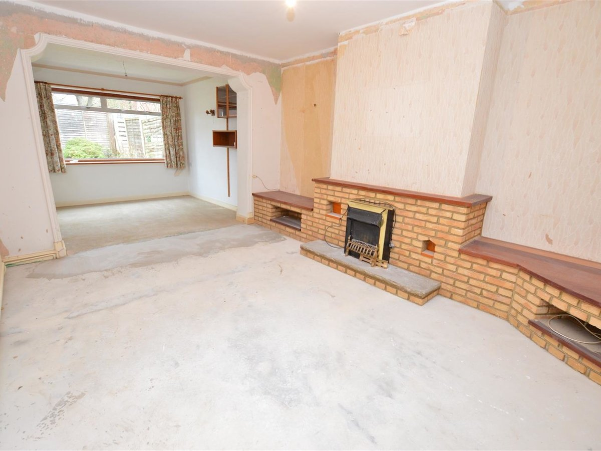 Bungalow - Semi Detached for sale in Dunstable - Slide 2