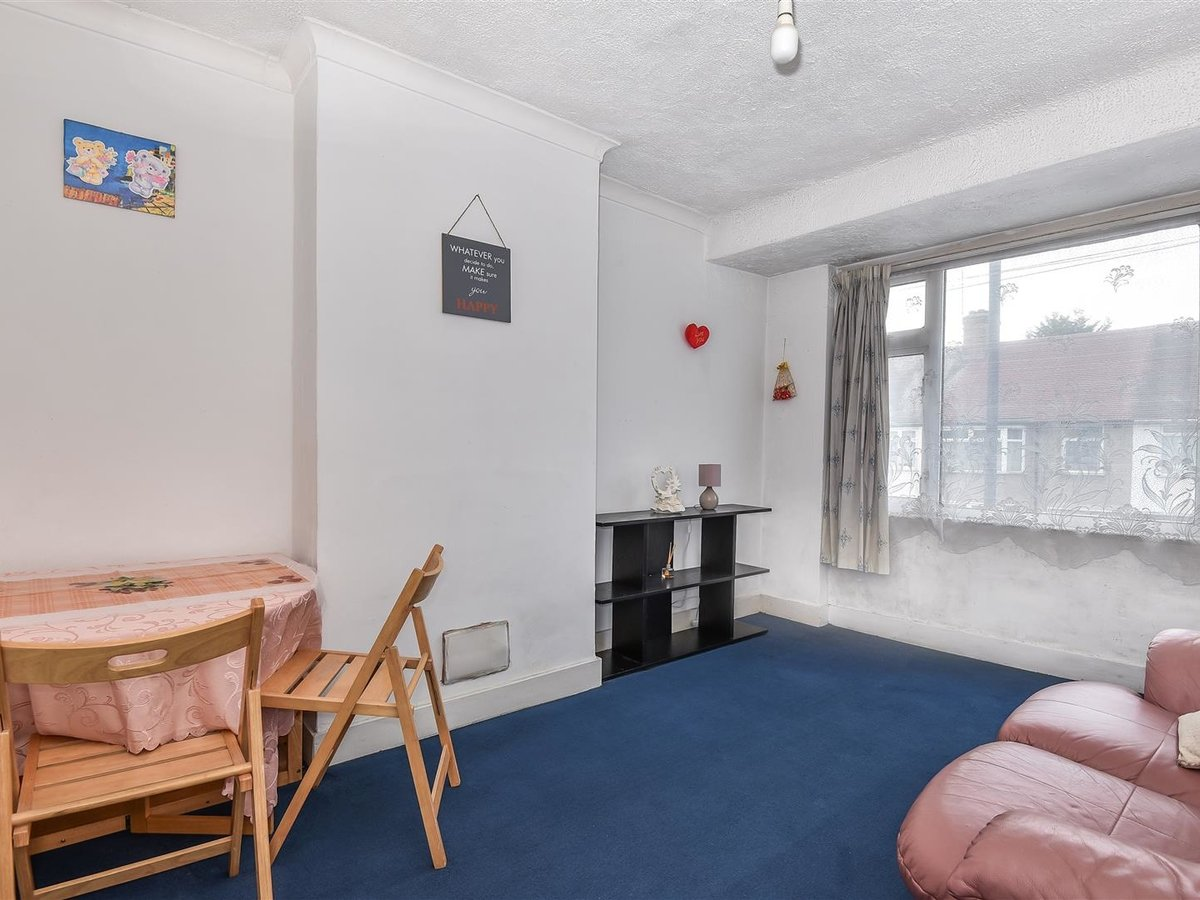 Maisonette for sale in Harrow - Slide 1