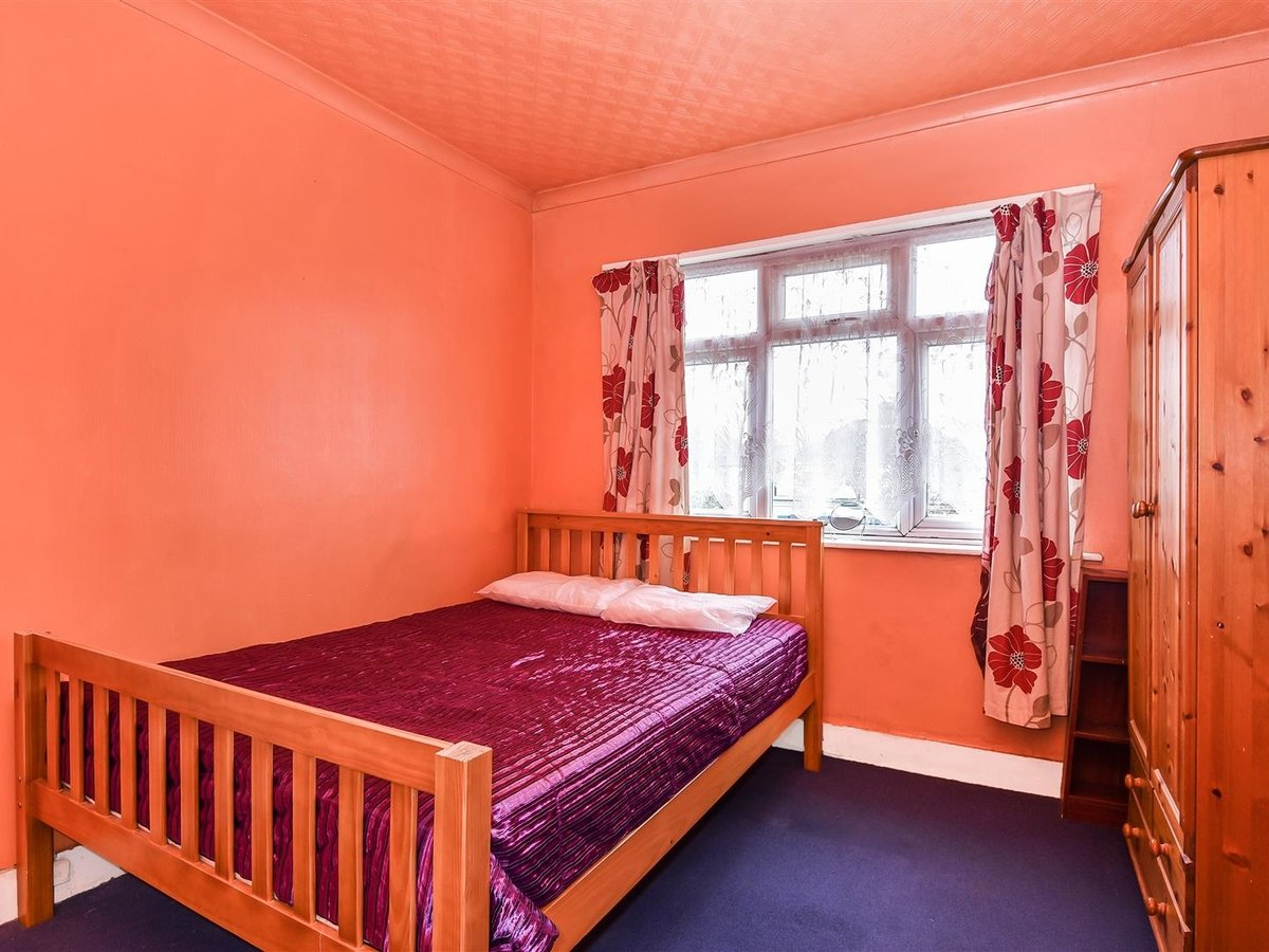Maisonette for sale in Harrow - Slide 6