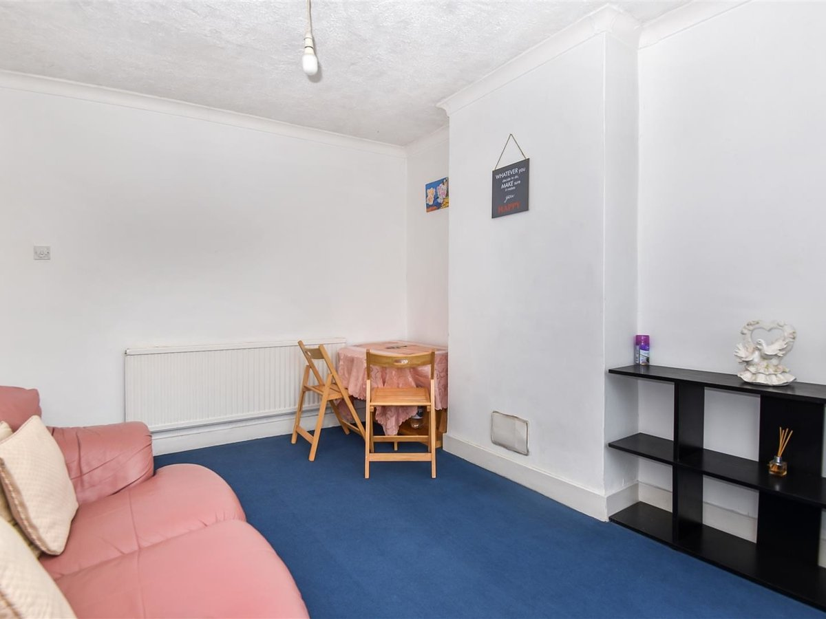 Maisonette for sale in Harrow - Slide 2