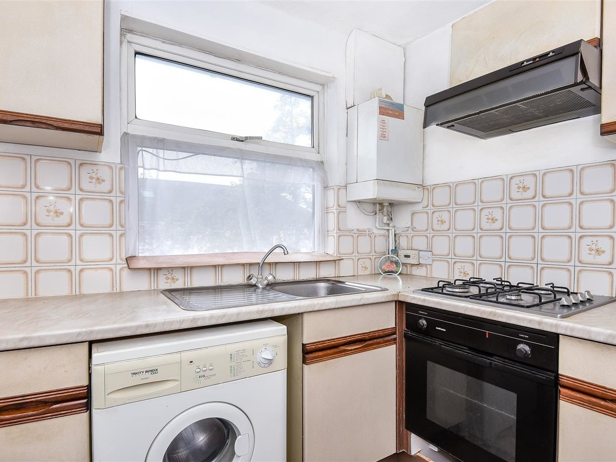 Maisonette for sale in Harrow - Slide 3