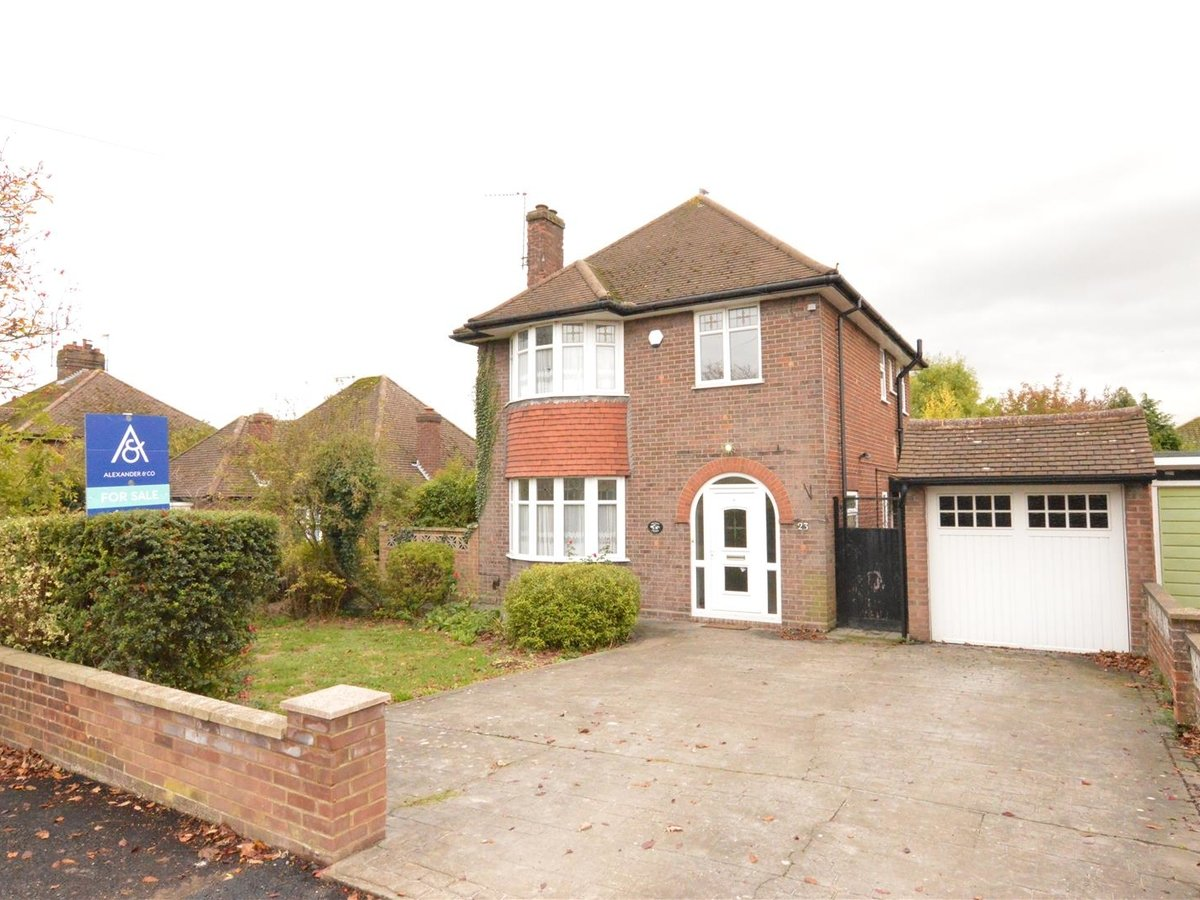 House - Detached for sale in Dunstable - Slide 2