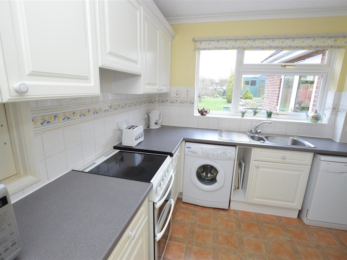 House - Semi-Detached for sale in Dunstable - Slide 8