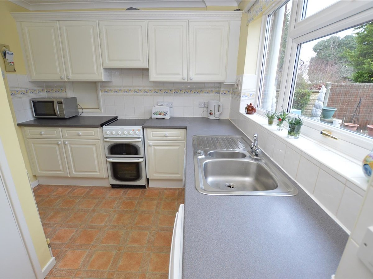 House - Semi-Detached for sale in Dunstable - Slide 3