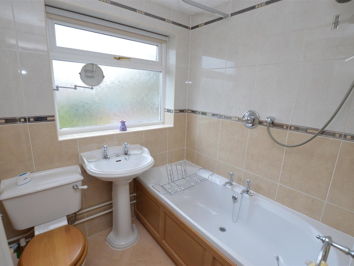 House - Semi-Detached for sale in Dunstable - Slide 10