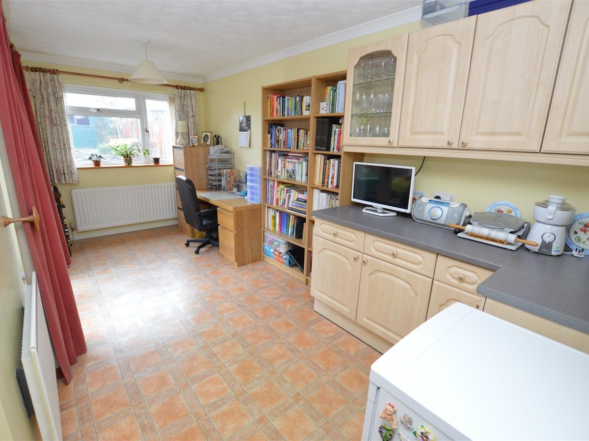 House - Semi-Detached for sale in Dunstable - Slide 6