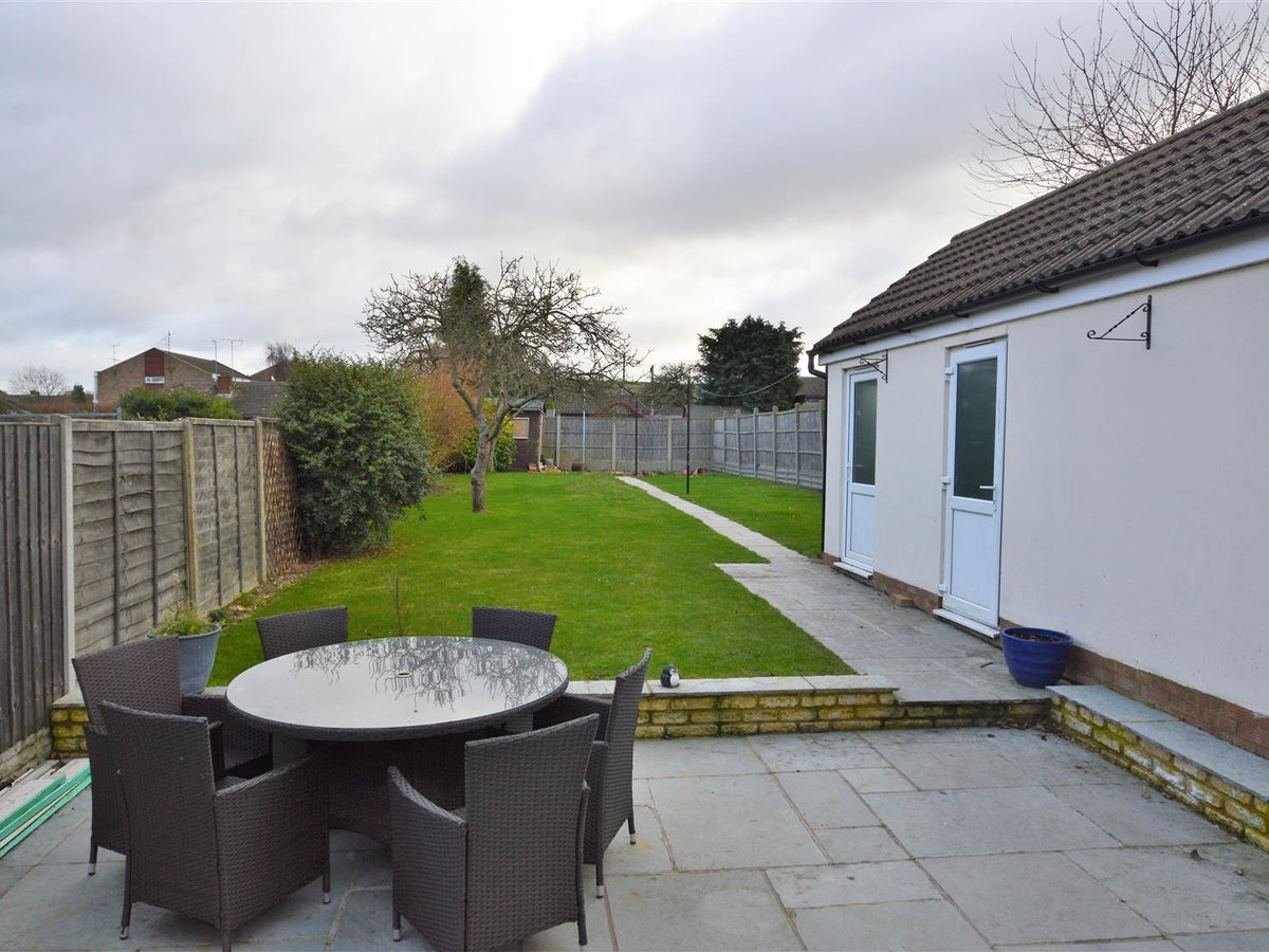 House - Semi-Detached for sale in Dunstable - Slide 14