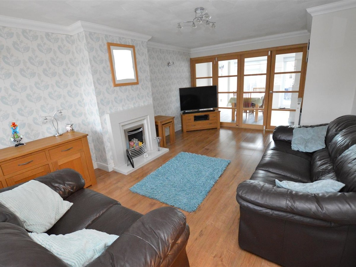 House - Semi-Detached for sale in Dunstable - Slide 2