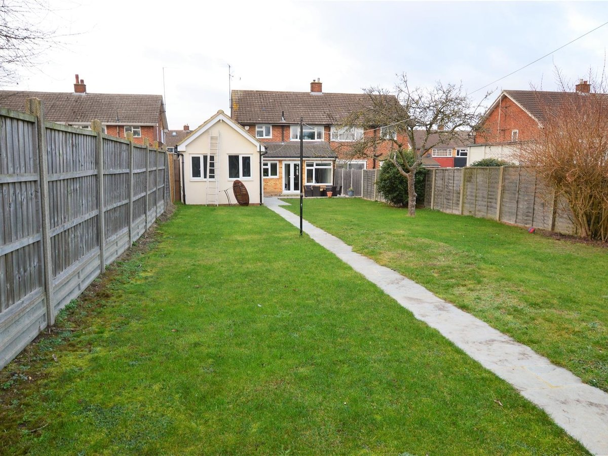 House - Semi-Detached for sale in Dunstable - Slide 4