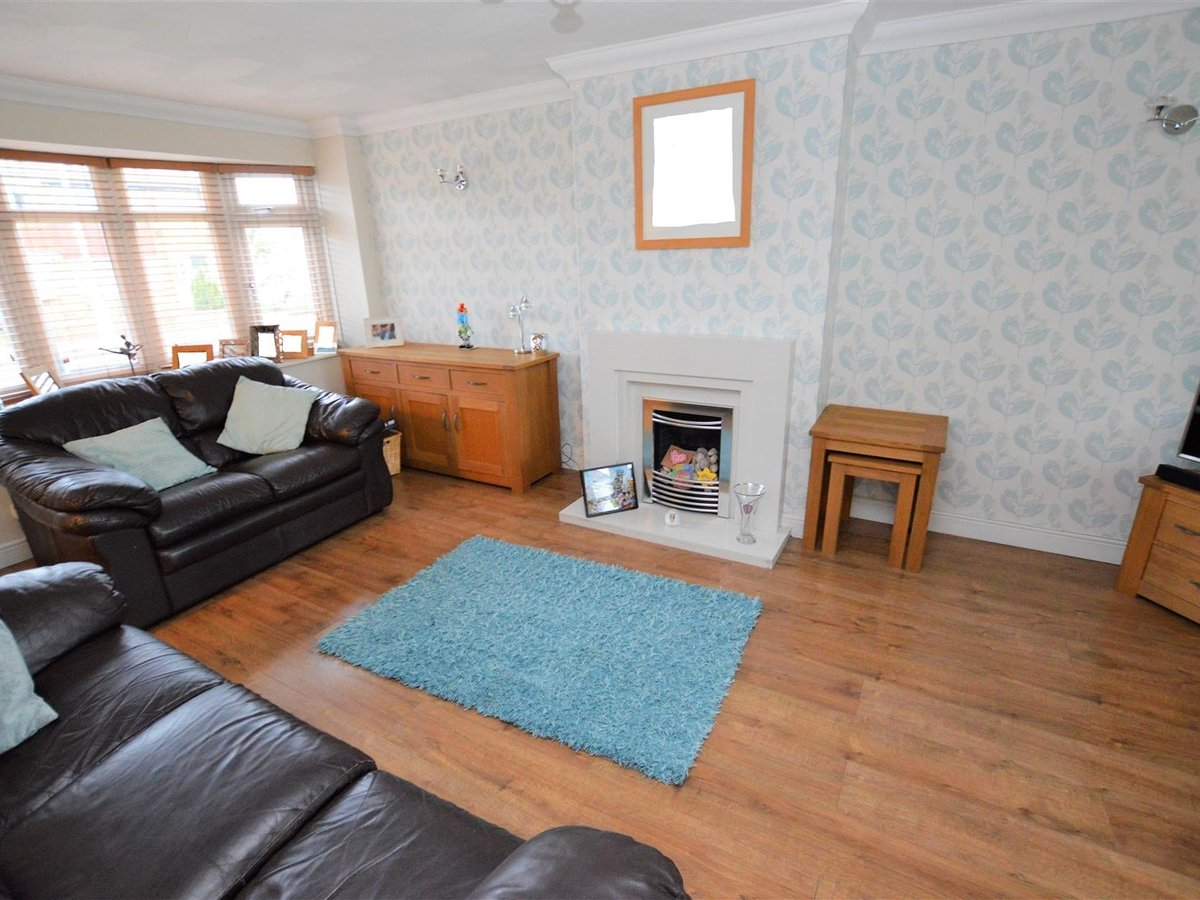 House - Semi-Detached for sale in Dunstable - Slide 13