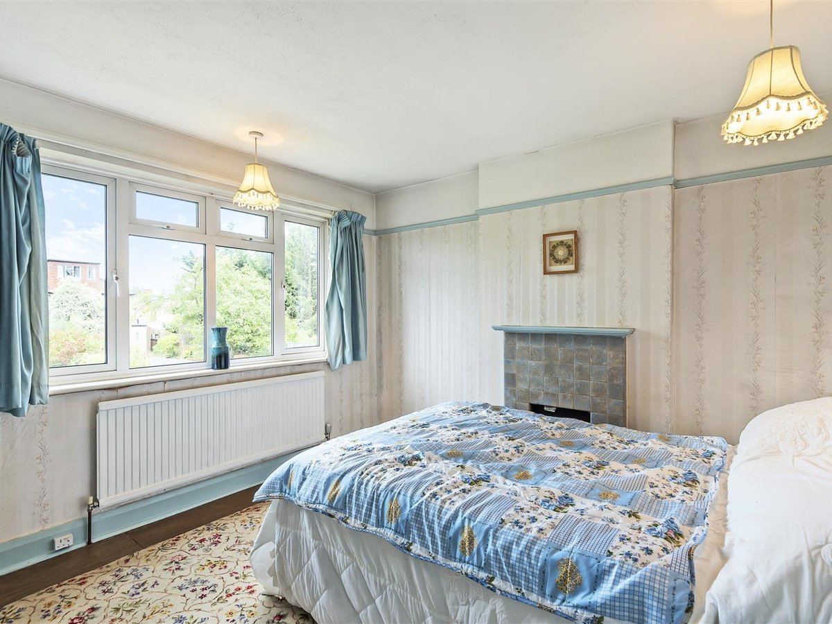 3 bedroom  House - Detached for sale in Harrow - Slide 2