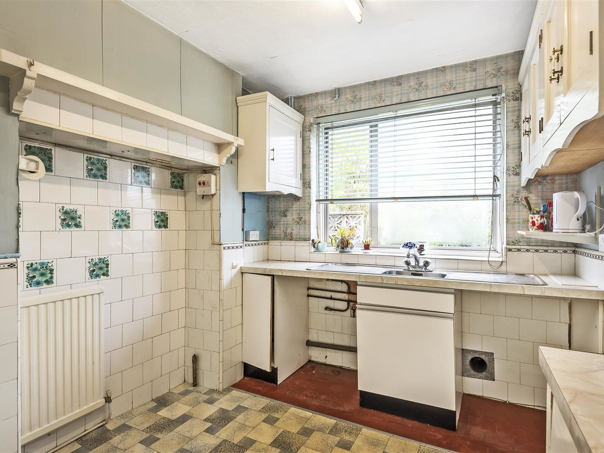 3 bedroom  House - Detached for sale in Harrow - Slide 5
