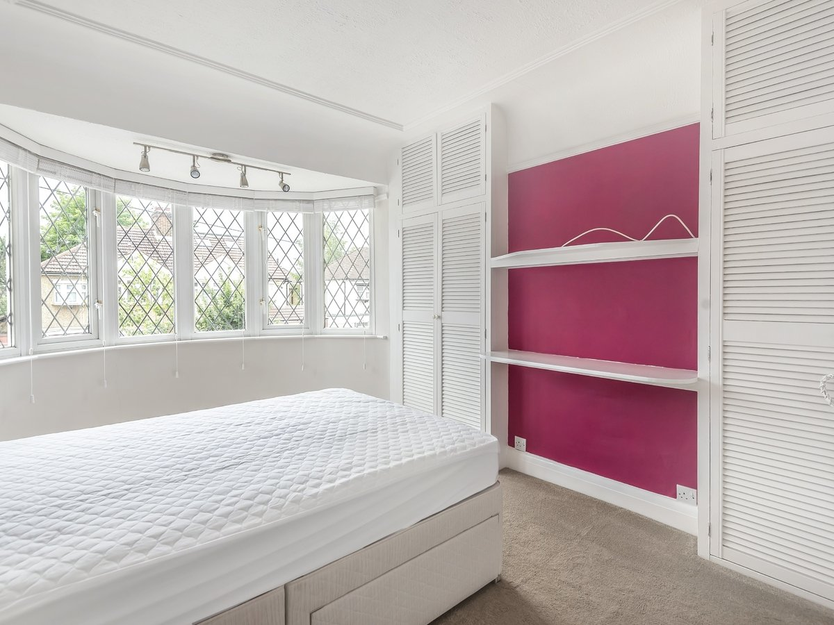 4 bedroom  House for sale in Pinner - Slide 5