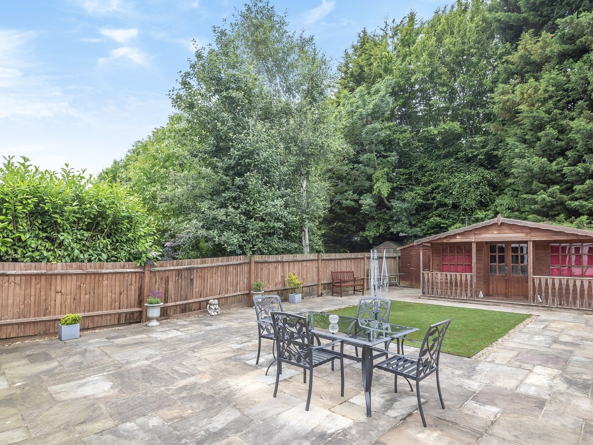 4 bedroom  House for sale in Pinner - Slide 8