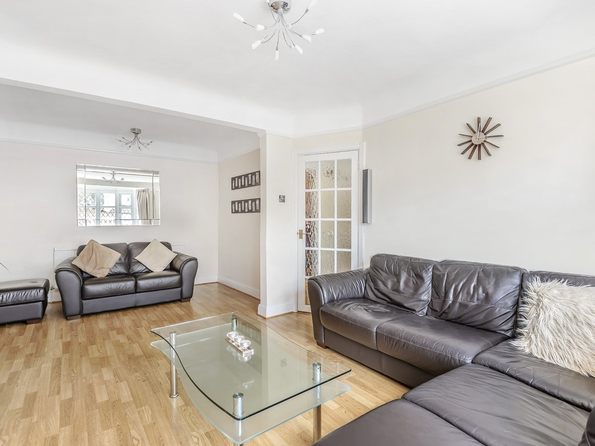 4 bedroom  House for sale in Pinner - Slide 2