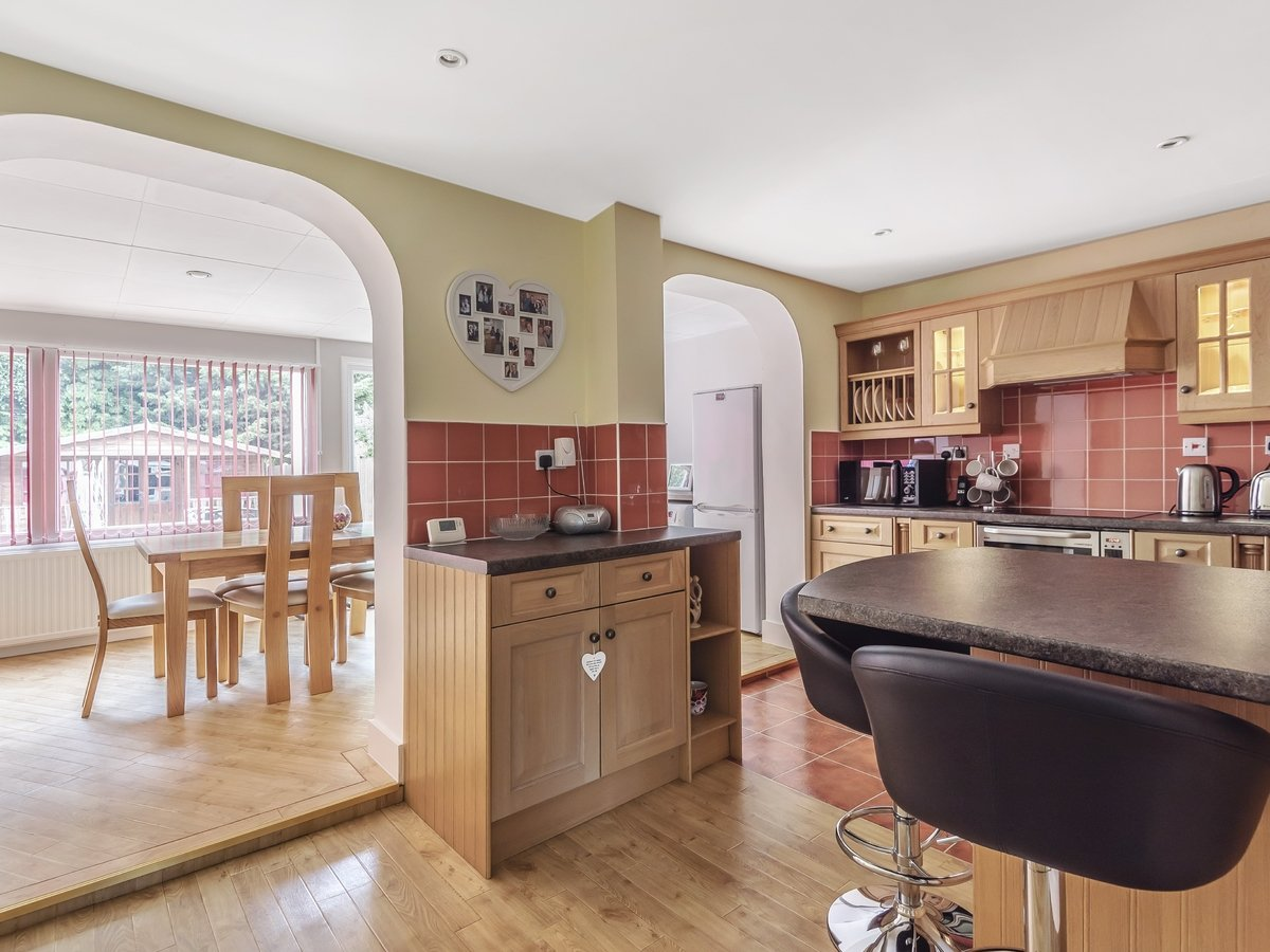 4 bedroom  House for sale in Pinner - Slide 4
