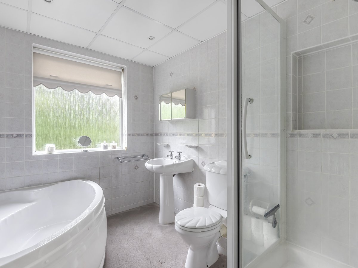 4 bedroom  House for sale in Pinner - Slide 7